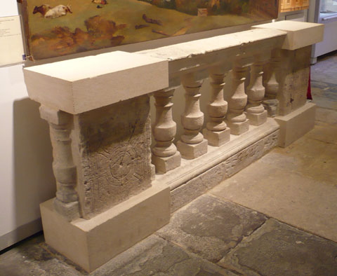 Original-Balustrade-and-Die-from-Queen-Square
